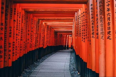 fushimi-inari-shrine-path-in-kyoto-japan